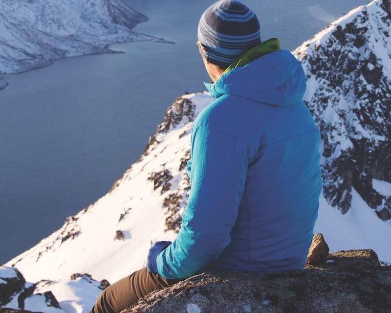 UTEN Å FRYSE: Med en god isolasjonsjakke kan du nyte de lyse dagene ute. Foto: Håvard Lium