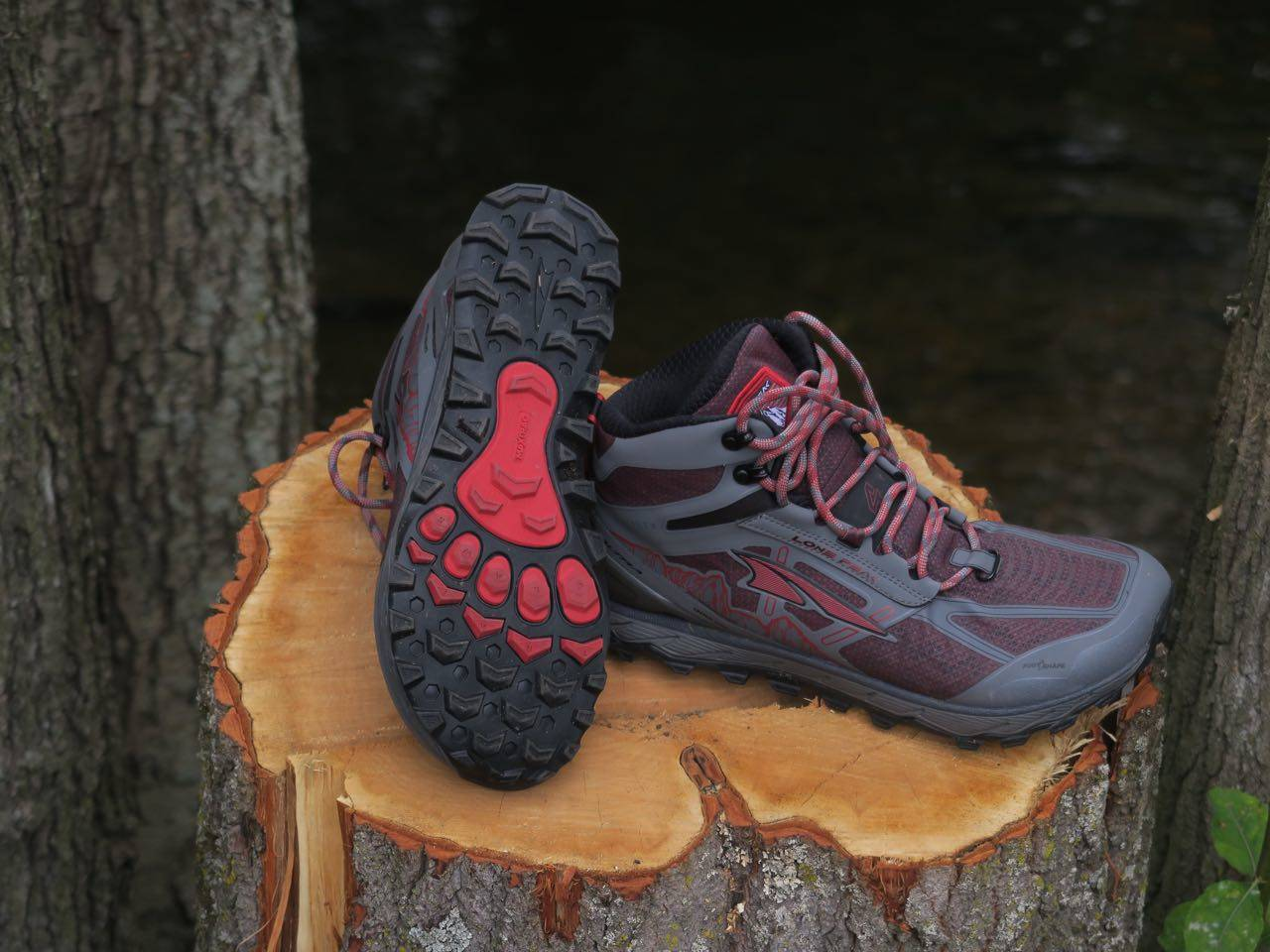 FOTFORM: Altra-sko har såkalt foot shape - bred forfot som lar tærne sprike naturlig for naturlig demping og bedre stabilitet.