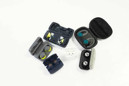 TEST AV AIRPODS: Øreplugger med blåtannkobling til telefonen din kommer nå helt uten ledning mellom proppene og med lang batteritid og hendige ladeetui. Alle foto: Kristoffer H. Kippernes