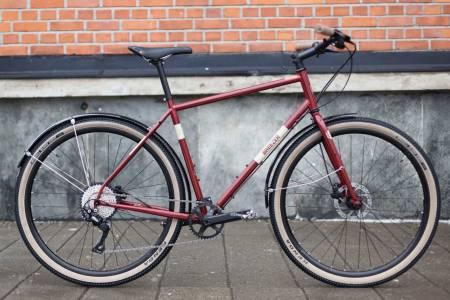 RØDE BARON: Breezer Radar Cafè er en flott sykkel både for terrengsykkelnostalgikere og andre som setter pris på en funksjonell og elegant sykkel.