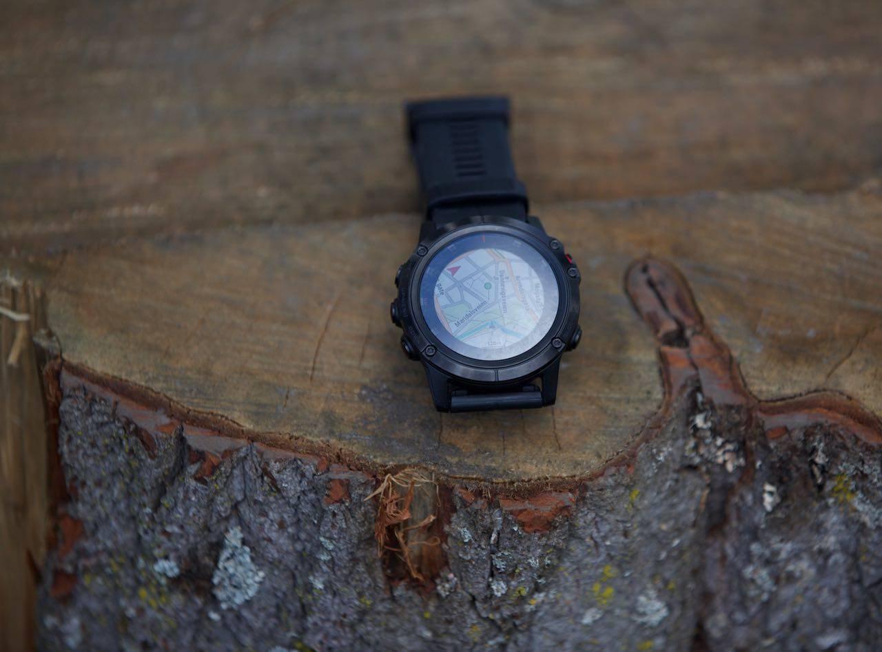 MED KART: Garmin Fenix 5X+ kommer med godt nøyaktig kart ferdig installert på klokka. Foto: Øyvind Aas