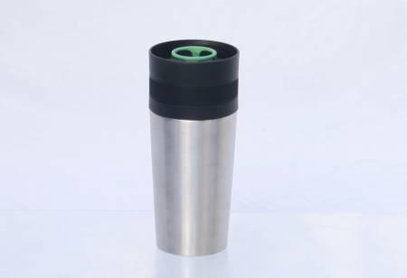 Litt bedre enn papp: Det mest positive med Ikeas kopp er at den er tett og at den kan drikkes av med en hånd, og fra alle sider.