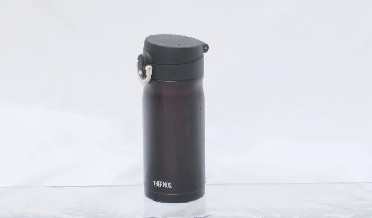 Liten og het: Thermos JMY lever opp til navnet på produsenten ved å være koppen i testen som holder aller best på varmen.