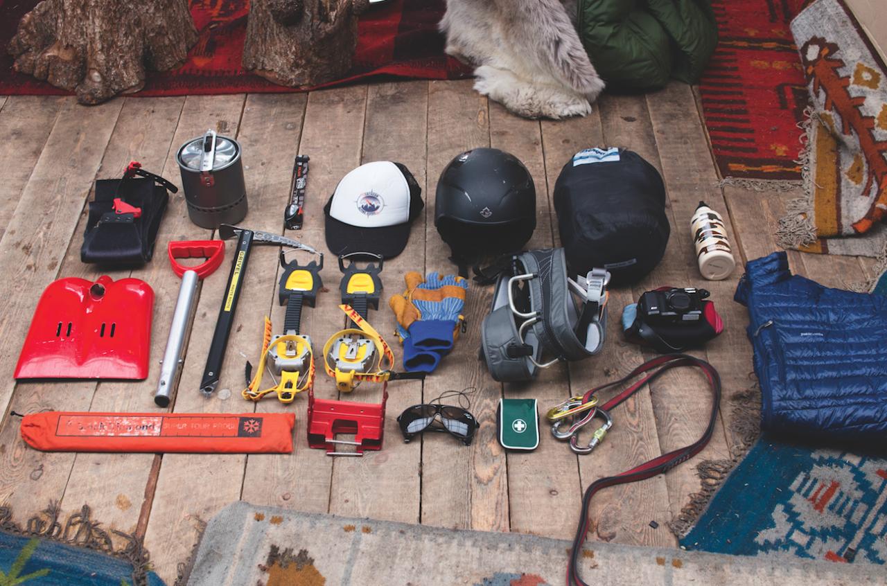 ALT DU TRENGER: Her er alle ting du trenger til en lang og utfordrende dag i fjellet. Da trenger du også en rommelig sekk som er god å bære!