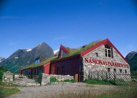 Regjeringen vil gi flere midler til nasjonalparksentre i statsbudsjettet 2014.