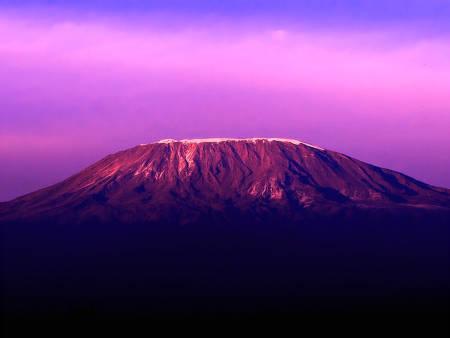 HØYT MÅL: For mange er det en stor drøm å nå toppen av Kilimanjaro. For de fleste er det et oppnåelig mål, men den afrikanske storheten skal ikke undervurderes.