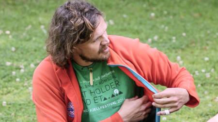 VÆR FORBEREDT: Lege Erling Rosenstrøm mener at god personlig hygiene og en flaske sprit på lomma kan gjøre forskjellen på sykdom eller helse på tur. Foto: Christian Nerdrum