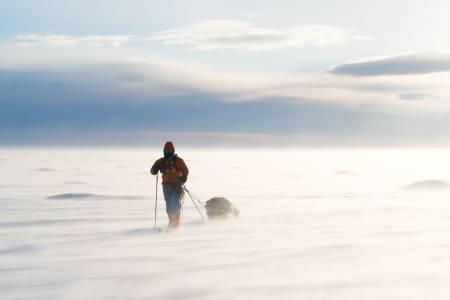 LANGTUR: Å krysse grønlandsisen innebærer 600 kilometer på ski fra kyst til kyst. Foto: Tor Berge