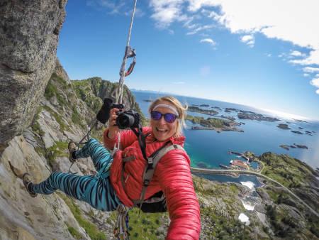 PROGRAMLEDEREN: Kristin Folsland Olsen er ikke redd for å henge litt ekstra i selen for å få tatt bildet hun er ute etter. Foto: Kristin Folsland Olsen
