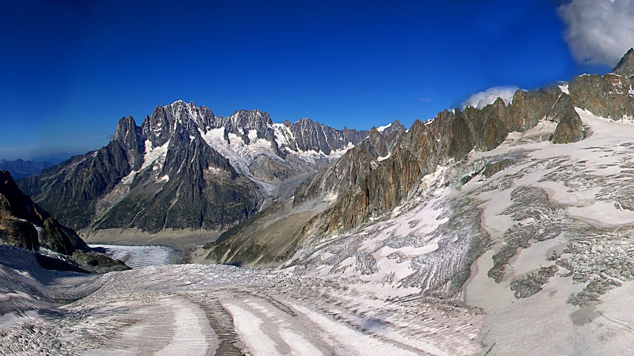 OPPVARMES: Stein- og issprang er et stadig økende risikomoment i Mt. Blanc. Bilde: Alessandro Borgogno