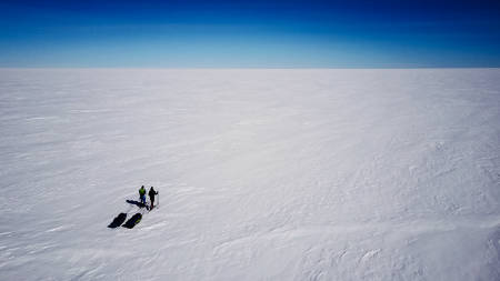 De to kameratene Bjørn Sørland og Tor Berge på tur over Grønlandsisen. Foto: Bjørn F. Sørland