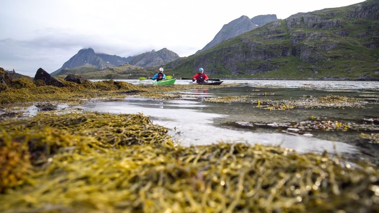 SUNDSTRAUMEN: Mellom Flakstadøya og Moskenesøya går den tre kilometer lange Sundstraumen. Den er bare 3 meter på det grunneste.
