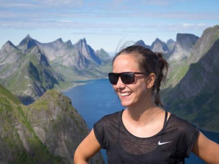 VANLIGVIS BAK KAMERA: Heidi Kysnes Høyheim fra Høyde media har filmet og klippet Naturfotoskolen for Utemagasinet.