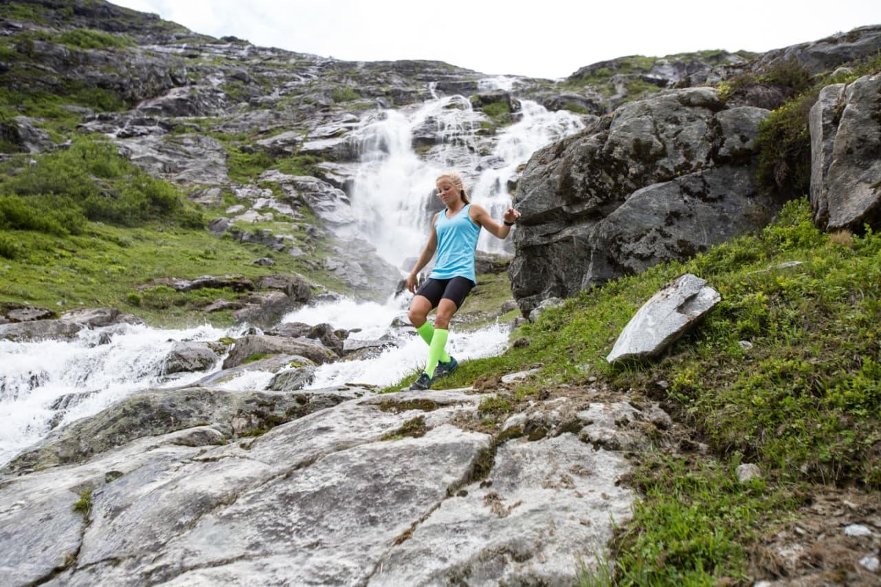 LØPSVILLIG: Malene Blikken Haukøy har inntatt programlederrollen i Utemagasinet sin nye programserie Født til å løpe. Bilde: Christian Nerdrum