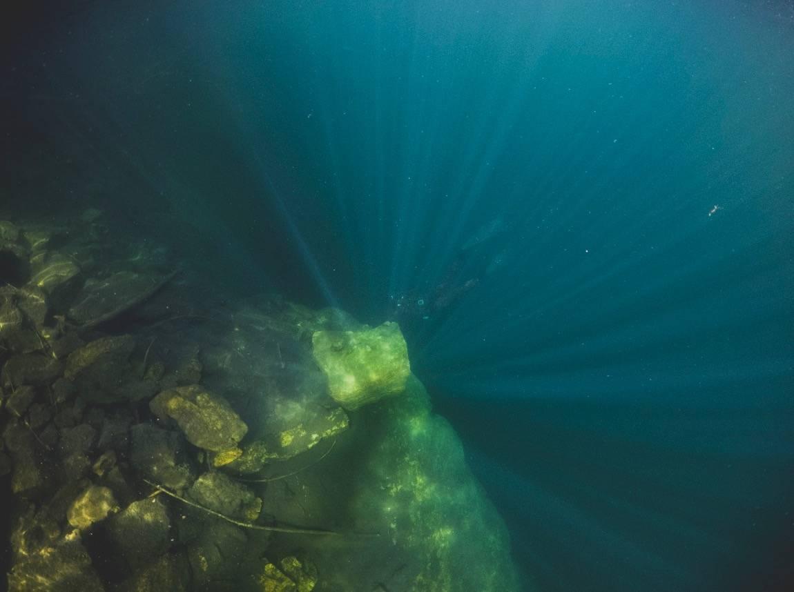 BLI MED NED: Ta et dypt pust og se hva som gjemmer seg under overflaten. Foto: Line Hårklau