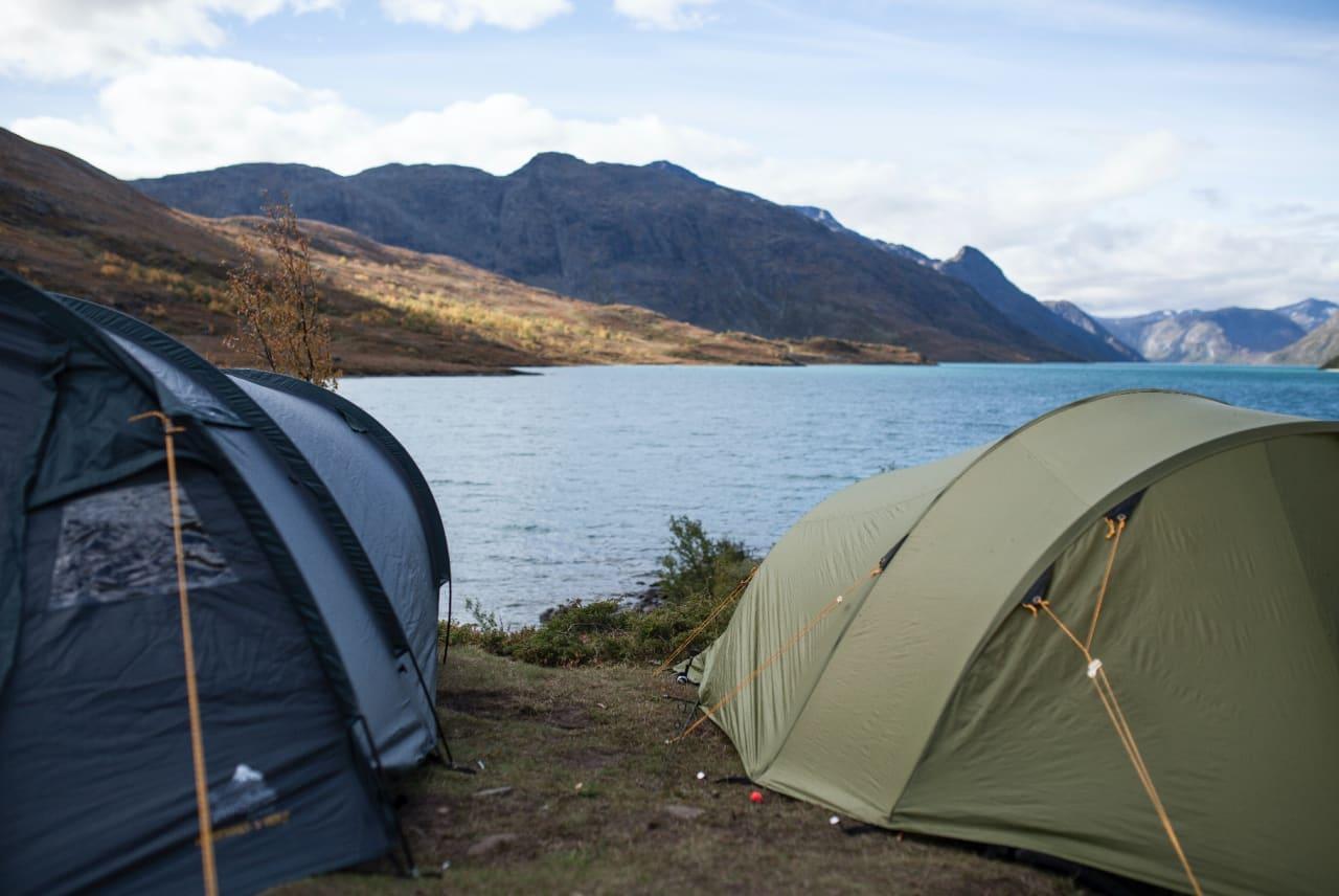 Om teltet virker aldri så tørt når du er ferdig med turen, bør du likevel alltid henge det til tørk etter tur! Foto: Marte Stensland Jørgensen