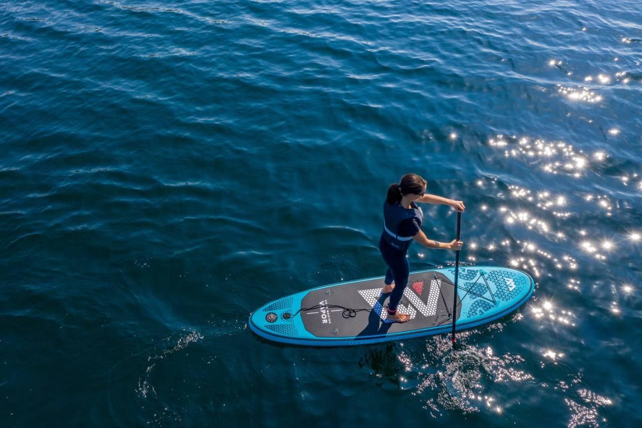 SUPER SOMMER: SUP, eller Stand Up Paddle er ingen ekstremsport, og er en fin aktivitet på flatt vann langs kysten eller innsjøer, uten at du trenger særlige forkunnskaper.