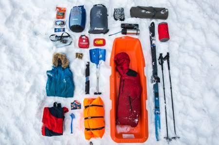 RUSTET FOR FJELLSKITUR: Vinterfriluftsliv krever litt mer, men mye av det du allerede har kan benyttes. Foto: Marte Stensland Jørgensen