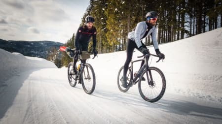 LANGE BEN: Vinterbukser er faktisk forbudt i proffritt (du leste rett!), men heldigvis lovlig til norske vinterturer. Foto: Paul Errington.