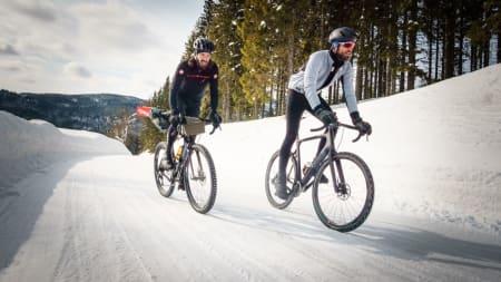 LANGE BUKSER: Vinterbukser er faktisk forbudt i proffritt (helt sant!) men heldigvis lovlig til norske vinterturer. Foto: Paul Errington.