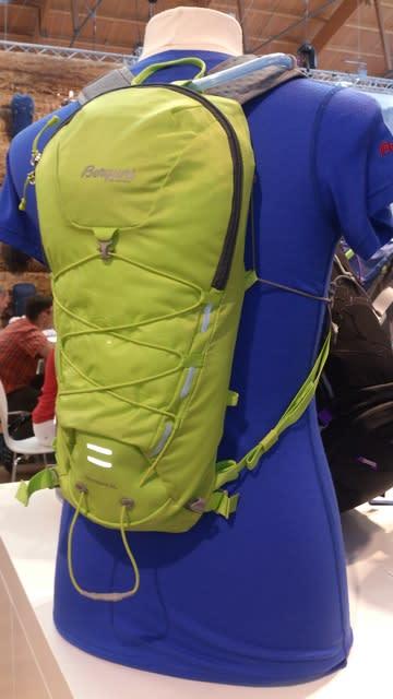 Lei av at ryggsekken hopper opp og ned når du løper? Bergans fikk pris for sin smarte løsning – en snor som går fra sekken til skulderstroppen. Rock Steady heter teknologien.