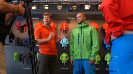 Norrøna-sjef Jørgen Jørgensen forklarer seg til tysk fjernsyn.
