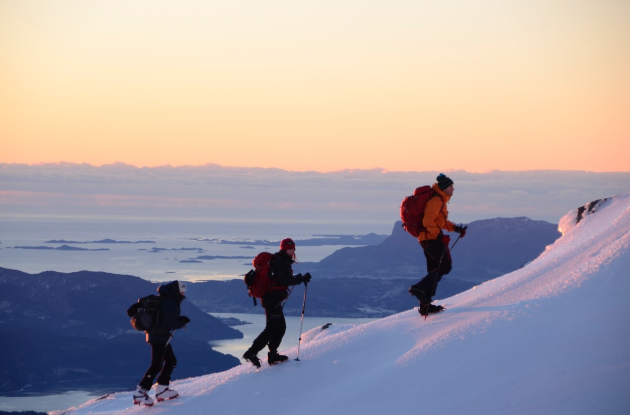Seine ettermiddager på kaldeste vinteren gir gode forhold for turer med stegjern og isøks. Foto: Helge Wangberg