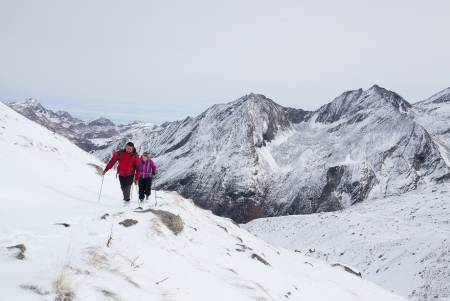 GRAN PARADISO: I de timene vi er over 2000 meter føles det som skikkelig vinter. Vinden biter i kinna og vi vasser i snø til over knærne. Foto; Marte Stensland Jørgensen